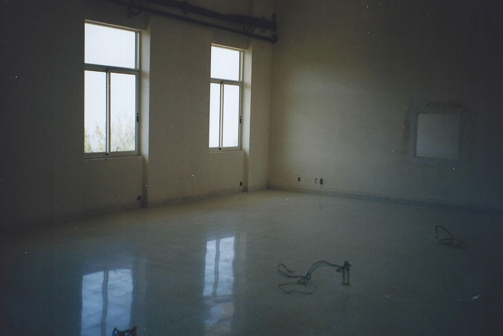 Lebanon-empty-classroom-may1998